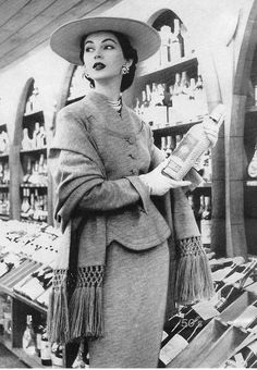 What to wear when selecting your next bottle of wine. #vintage #1950s #fashion