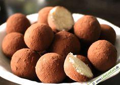 Marzipankartoffeln gehören nicht nur zur Weihnachtszeit zu den beliebtesten Süßgkeiten. Unsere Low Carb Marzipankartoffeln schmecken wunderbar und sind dabei kinderleicht zuzubereiten. Bio Mandelmehl findet Ihr in unserem Online Shop unter http://www.foodonauten.de/produkte/mehle-backzutaten/bio-mandelmehl-low-carb-basismehl-teilentoelt-500g/