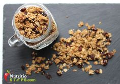 HOMEMADE HEALTHY PUMPKIN QUINOA GRANOLA