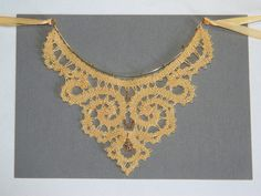 """Ручная работа колье кружевное """"Золото Европы""""авторское кружево на коклюшках выполнено в сцепной технике плетения."""