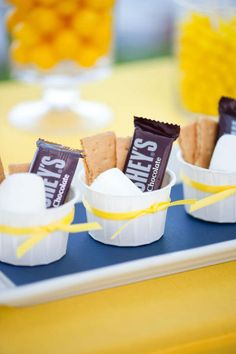 Smores - did this for a fall party and had guests roast their marshmallows in the fireplace. Camping Food Ideas No Cooking Smores Dessert, Smores Cups, Dessert Food, Dessert Tables, Indoor Smores, Comida Boricua, Wedding Party Favors, Wedding Ideas, Wedding Table