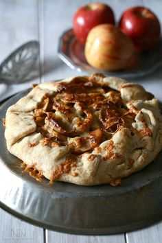 I LOVE apple and cheddar.this is how I make Apple pie! This apple cheddar galette is the perfect combination of sweet and savory. So simple to make and perfect for breakfast or dessert. Best Dessert Recipes, Apple Recipes, Brunch Recipes, Just Desserts, Fall Recipes, Dessert Healthy, Thanksgiving Recipes, Breakfast Recipes, Cobbler