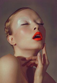 Light brows, MAC vellum on the lid, Morange on the lips