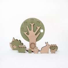 The ochard wooden plants and animals to play or decorate. Wood Projects For Kids, Kids Wood, Wooden Dollhouse, Wooden Dolls, Making Wooden Toys, Wooden Shapes, Montessori Toys, Cute Toys, Wooden Puzzles