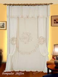 Oltre 1000 idee su tende di pizzo su pinterest tende schermi e finestra aperta - Tende pizzo camera da letto ...