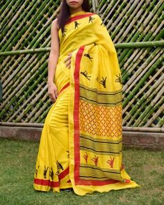 Handloom Maheshwari silk-cotton saree. Has a gorgeous hand block print pattern. Only at Rs 2999 COD, easy returns, International Shipping. Resellers can whatsapp on 9902488133