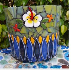 Mosaic Planters, Mosaic Garden Art, Mosaic Vase, Mosaic Flower Pots, Painted Flower Pots, Mosaic Diy, Mosaic Crafts, Mosaic Projects, Mosaic Tiles