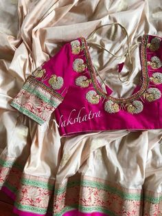 White n red sareee blouse . Simple Blouse Designs, Bridal Blouse Designs, Maggam Work Designs, Pattu Saree Blouse Designs, Blouse Models, Work Blouse, Indian Designer Wear, Look Chic, Beautiful Blouses