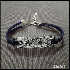 Crazy plastic bracelet and leather - Flower Pattern: Bracelet by littlec Paper Jewelry, Jewelry Crafts, Beaded Jewelry, Diy Plastique Fou, Diy Shrink Plastic Jewelry, Bracelet Crafts, Bracelets, Feed Bag Tote, Bracelet Making