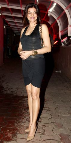 Sushmita Sen looking fit and fab in a LBD and smiling for the shutterbugs at Moranis bday bash. Bollywood Girls, Bollywood Actress Hot, Beautiful Bollywood Actress, Bollywood Fashion, Beautiful Girl Indian, Most Beautiful Indian Actress, Indian Celebrities, Bollywood Celebrities, Sexy Going Out Dresses