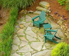 Flagstone paving uses large flat rocks that give a warm and welcoming feeling. Let's disācuss some flagstone patio ideas for exciting backyard get-togethers. Outdoor Patio Designs, Outdoor Landscaping, Patio Ideas, Garden Ideas, Backyard Ideas, Backyard Decorations, Backyard Projects, Outdoor Projects, Flagstone Walkway