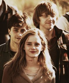 Harry Potter, Hermione Granger and Ron Weasley. Dan Radcliffe, Emma Watson and Rupert Grint. Harry James Potter, Harry Potter World, Magie Harry Potter, Mundo Harry Potter, Harry Potter Pictures, Harry Potter Universal, Harry Potter Characters, Harry Potter Last Movie, Hermione Granger
