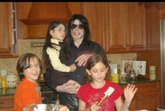 UNSEEN MICHAEL JACKSON PHOTO at his 50th birthday party :) =)  Paris, Prince and Blanket
