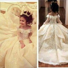 Vintage Lace Flower Girl Dresses Elegant Off Shoulder Wide V Neck Ball Gown Little Girl Pageant Dresses Gowns