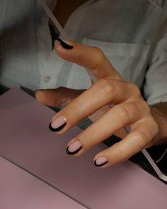 Pin on Nageldesign - Nail Art - Nagellack - Nail Polish - Nailart - Nails Pin on Nageldesign - Nail Art - Nagellack - Nail Polish - Nailart - Nails Dream Nails, Love Nails, How To Do Nails, Pretty Nails, My Nails, How To Nail Art, Cute Black Nails, Black And Nude Nails, Black Nail Art
