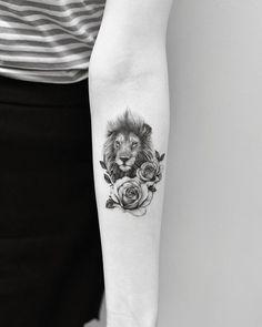 Tattoo Ideen Erstes Tattoo Ideas de tatuajes Primer tatuaje # Ideas The post Ideas del tatuaje primer tatuaje appeared first on Crystal Wilson. Lion And Rose Tattoo, Rose Tattoos, Body Art Tattoos, New Tattoos, Tatoos, Cloud Tattoos, Leo Lion Tattoos, Lion Tattoo On Thigh, Arrow Tattoos