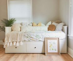 Cozy Bohemian Guest Room look created by Lisa Kay with Ikea Hemnes Daybed with ikea bedding, Target pillows and throw blanket, and Palm from Home Depot. Guest Room Decor, Cute Room Decor, Teen Room Decor, Bedroom Decor, Ikea Hemnes Daybed, Hemnes Bed, Daybed Room, Daybed Pillows, Throw Pillows
