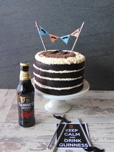Tarta de cerveza negra Guinness-Nude layer stout Guinness cake Bts Cake, Guinness Cake, Fathers Day Cake, Naked Cake, Birthday Cakes For Men, Different Cakes, Homemade Desserts, Drip Cakes, Fondant Cakes