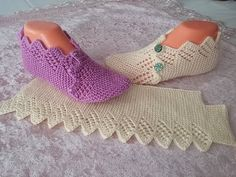 çeyizlik patik modeli / kolay patik modeli / iki şişle ajurlu patik modeli – … - ropa, vacaciones y más Crochet Baby Jacket, Crochet Boots, Knitting Socks, Baby Knitting, Free Crochet, Knit Crochet, Honeycomb Stitch, Knitting Patterns, Crochet Patterns