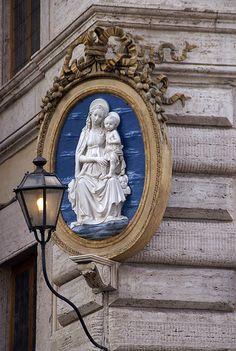 Rome, Piazza Colonna, Palazzo Chigi, Madonna.
