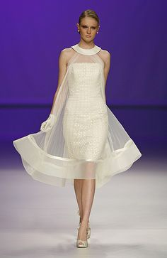 Eye-catching wedding gown in beautiful Organza and Satin. This dress could easil… Eye-catching wedding gown in beautiful Organza and Satin. This dress could easily be worn long after your nuptials for any special occasion. Elegant Dresses, Beautiful Dresses, Formal Dresses, Boho Fashion, Fashion Dresses, Fashion Design, Fashion Rings, Vintage Fashion, Lace Dress