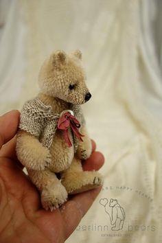 Trubel Miniature Pale Pink Mohair Artist Teddy door aerlinnbears