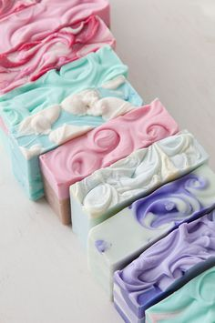 Samples of textured soap tops Homemade Soap Bars, Homemade Soap Recipes, Soap Making Recipes, Soap Carving, Soap Maker, Bath Soap, Organic Soap, Soap Packaging, Cold Process Soap