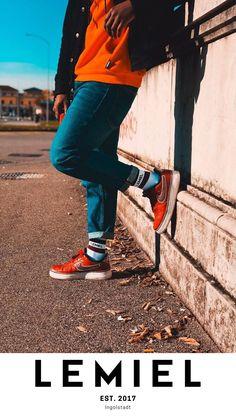 Ob beim Sport oder auf der Straße, du wirst ausfallen. Mit dem Kauf pflanzt du einen Baum. Schenke #Nachhaltigkeit und #cooleness #fashion #fashiontrends #streetphotography Retro, Street Style, Sport, Tennis Socks, Sustainability, Tree Structure, Clothing, Women's, Deporte