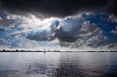 Friese meren en luchten. Het blijft mooi.