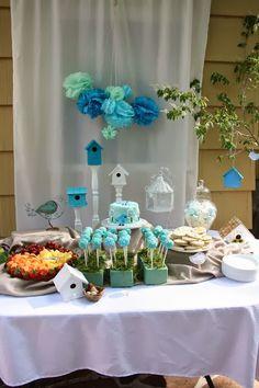 A festa de um ano do bebê normalmente tem o tema definido pela mamãe! Que tal o tema Passarinhos? Idéias neste post!