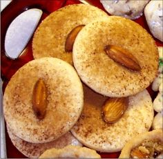 Pennsylvania Dutch Sand Tart Cookies Recipe (trying to find the recipe Prestyn likes) Amish Cookies, Dutch Cookies, Cookies Et Biscuits, Cookie Desserts, Just Desserts, Cookie Recipes, Dessert Recipes, Baking Recipes, Sand Cookies Recipe