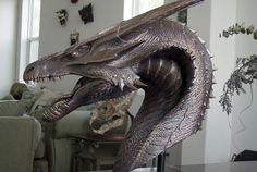 A beautifully rendered bust of a dragon from REIGN OF FIRE that Steve Wang created in collaboration with Miles Teves. (Cool Art Tricks)