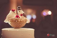 Lindo topo de bolo para casamentos ou noivados feito em crochê. As cores podem ser personalizadas. <br> <br> <br> <br>Medidas aproximadas: