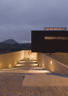 Casa O Architects: Location: Colina, Chile Design Team: Cristian Winckler, Pablo Saric, Felipe Fritz Project Year: 2009 Space Architecture, Beautiful Architecture, Beautiful Buildings, Residential Architecture, Contemporary Architecture, Beautiful Homes, Design Exterior, Garage Design, Modern Exterior