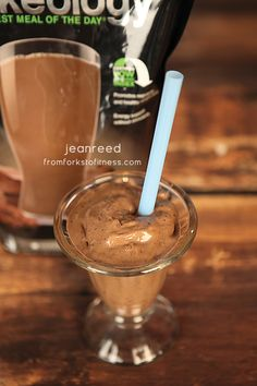 Frozen Peanut Butter and Jelly Shakeology - From Forks to Fitness Healthy Vegan Snacks, Healthy Smoothies, Healthy Desserts, 21 Day Fix Recipies, Chocolate Shakeology, Recipe Of The Day, Going Vegan, Forks, Yummy Drinks