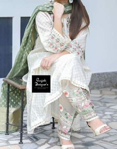 Patiala Suit Designs, Punjabi Suit Neck Designs, Neck Designs For Suits, Kurta Designs Women, Kurti Neck Designs, Salwar Designs, Pakistani Dress Design, Pakistani Dresses, Punjabi Salwar Suits