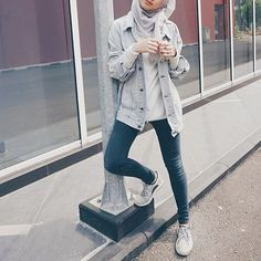 ✨✨✨✨✨✨✨✨✨✨ Captured by @merrymelins . . . . . . . . . . #ootd #ootdmagazine #ootdindo #hijab #fashioncreator #fashionblogger #blogger #hijabfashion #modestroute #style #jeans #outfit #iworeitfirst #lifestyle #daily #basic #streetstyle