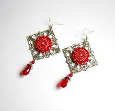 Boucles d'oreilles rouges et argentées losange à cabochon textile, perles en cristal et jade : Boucles d'oreille par color-life-bijoux