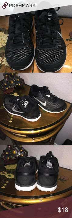 Nike shoes size 2. Nike shoes in great condition. Nike Shoes