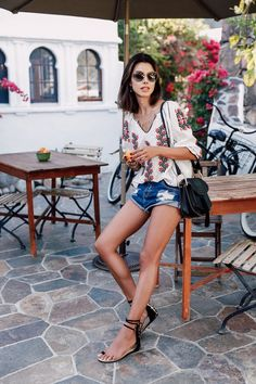 Check out our 6 easy spring getaway outfit ideas that'll keep you stylish no matter where you're headed! ☀️