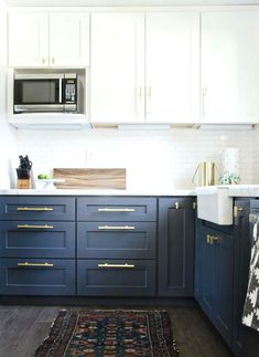 Modern Kitchen Interior Remodeling Navy Brass Modern Kitchen Remodel - The Vintage Rug Shop The Vintage Rug Shop - A kitchen remodel featuring navy cabinetry, brass hardware, and farmhouse accents Two Tone Kitchen Cabinets, Kitchen Redo, New Kitchen, Navy Cabinets, Kitchen Modern, Kitchen White, Kitchen Paint, Gold Kitchen, Country Kitchen