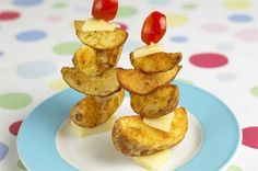 These filling cheese and tomato potato sailboats look great and make perfect party food for the kids. Benefits Of Potatoes, Homemade Chicken Nuggets, Healthy Potatoes, Best Party Food, Recipe Images, Different Recipes, Creative Food, Kids Meals, Food And Drink