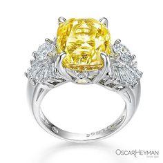 Like a ray of sunshine. A yellow sapphire to smile for. #OscarHeyman #ring #jewelrydesign #jewelry #sapphire #yellow #instagem #highjewelry #hhi #sapphire #bijoux #joyeria #hautecouture @by_couture #madeinamerica #familybusiness #madeinnyc #design #diamonds