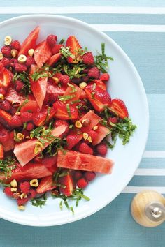 Watermelon, hazelnut, berry, and Mint Salad. I would make this a watermelon, strawberry and basil salad Vegetarian Recipes, Cooking Recipes, Healthy Recipes, Vegan Brunch Recipes, Mint Salad, Watermelon Salad, Raspberry Salad, Watermelon Dessert, Watermelon Recipes