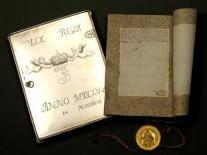 Kongeloven af pergament, silke, guld og sølv. På sidste side ses Frederik 3.s underskift.