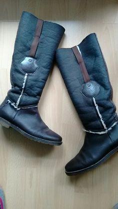 Wunderschöne,warme, braune Damen Winter Stiefel, oben am Rand umklappbar.  Keine Mängel!!!Die Schuhe sind frisch geputzt u...