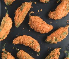 The trick to getting gluten-free breadcrumbs to stick to jalapeo peppers is to double-bread them and let them dry at room temperature after each coating. Gluten Free Snacks, Gluten Free Diet, Gluten Free Cooking, Gluten Free Recipes, Dairy Free, Jalapeno Popper Recipes, Jalapeno Poppers, Best Appetizers, Party Appetizers