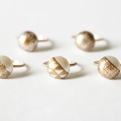 キナリノモールに新たなアクセサリーブランド「KARAFURU(カラフル)」がオープン!日本の伝統を楽しむことを提案するKARAFURUの代表作といえば、やはり「MAKIEパール」シリーズ。大粒の淡水パールに金粉を使った伝統工芸・蒔絵(まきえ)の技術で描かれた繊細なデザインの真珠のジュエリーが有名ですね。Facebookやインスタグラム等で見たことがある人も多いのでは?今回はブランド誕生のストーリー、モダンなデザインと職人技が生み出すピアスにイヤリング、ネックレス、指輪などの素敵なアイテムをご紹介