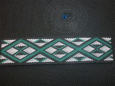 Colors symbolizing and defying the maori culture Green coloured taniko Pattern Maori Symbols, Maori Patterns, Flax Weaving, Maori People, Maori Designs, New Zealand Art, Graph Design, Maori Art, Weaving Patterns