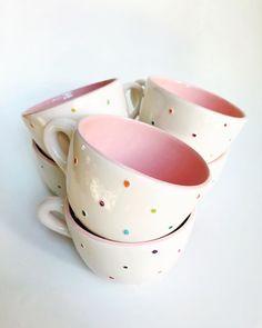 """Soy Velas Y Ceramicas on Instagram: """"Buen día! Comienza la semana y como siempre digo nada mejor que una buena infusión para arrancar! Tazones xl confetti para encarar la…"""" Ceramic Cups, Ceramic Pottery, Ceramic Art, Cute Coffee Mugs, Cute Mugs, Painted Mugs, Hand Painted Ceramics, Pottery Painting Designs, Hand Built Pottery"""